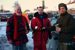 22-01-2006, Formand Jes Hansen får overrakt pokalen af Holger Clausen (Køge) og Brian Jørgensen (Sorø) efter bymatchen mellem foreningerne i Sorø, Køge og Slagelse